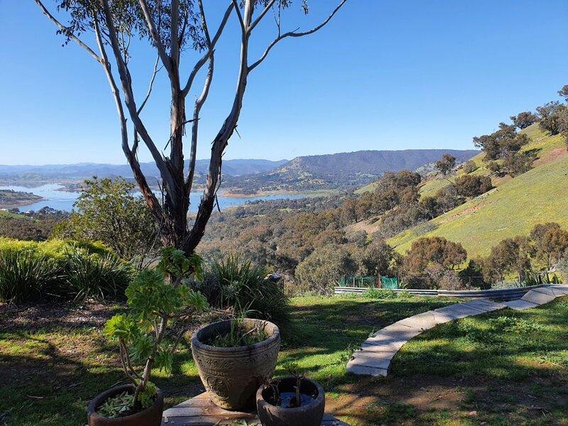 Paradox Views Bonnie Doon - sleeps up to 10, holiday rental in Alexandra