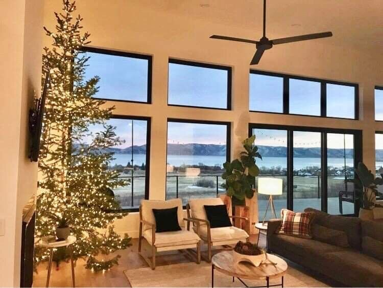 Kiwi Lake House - perfect for Christmas gatherings - ask about early check-in, holiday rental in Garden City