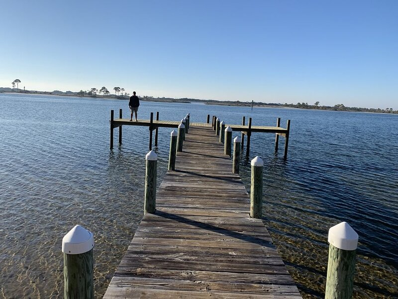 Waterfront on the Santa Rosa Sound, Fishing Dock, Kayak Rental, Pool and BBQ., vacation rental in Mary Esther