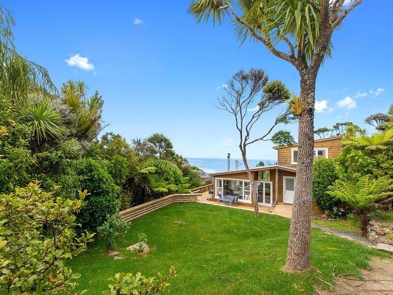 Piha - City Escape, Piha Holiday Home, location de vacances à Waitakere City