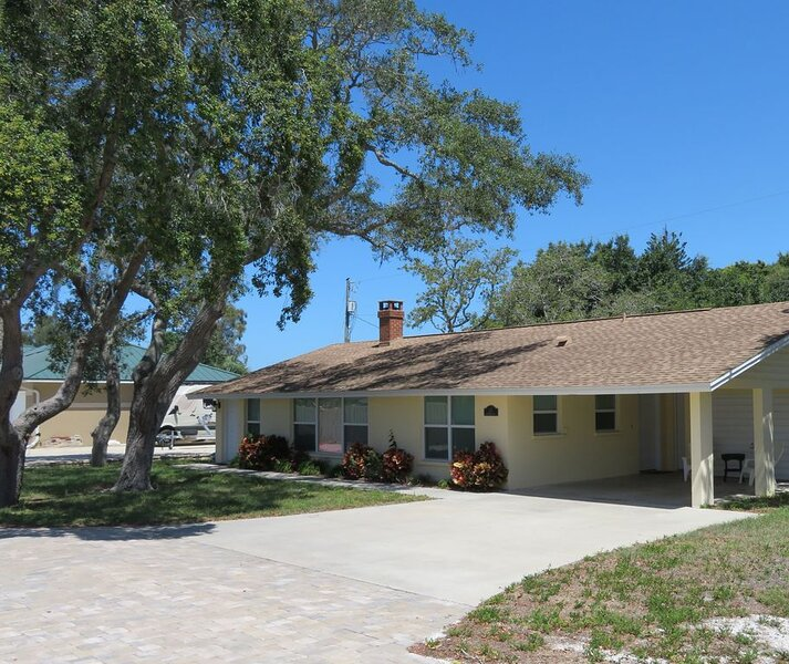Beautiful home with a short walk to the beach!, holiday rental in Laurel