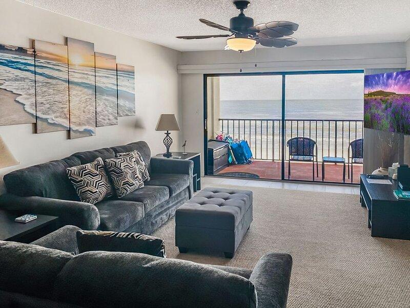 Fantastic Beachfront Condo, Perfect Location, Large 3 Bedroom, 2 Bath Sleeps 8, vacation rental in Madeira Beach