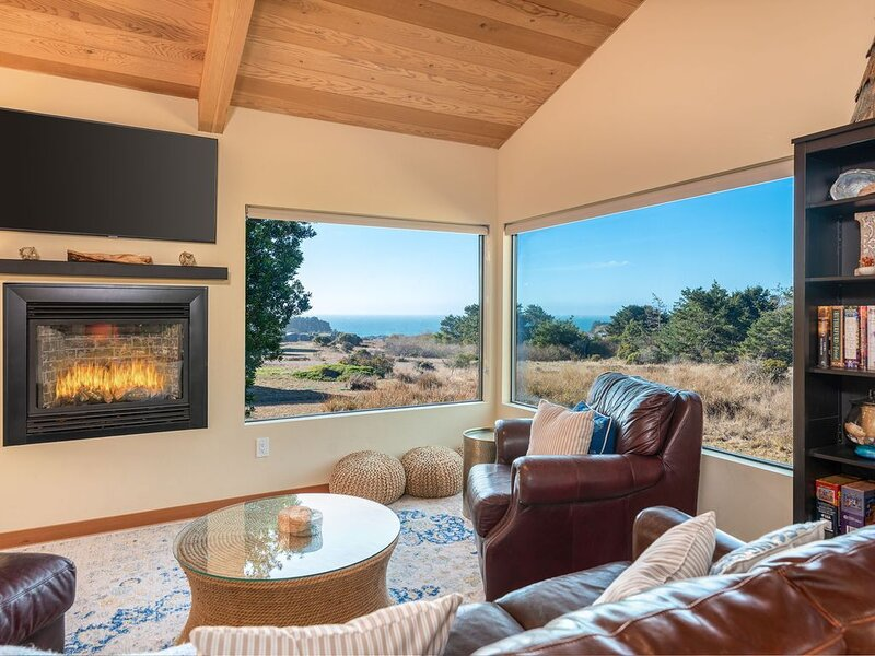 Spacious multi-level house with high class kitchen & private hot tub, Stormfield, vacation rental in The Sea Ranch