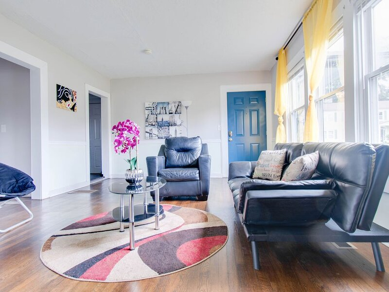♕King ☪ Full bed 《 4K TV both rooms with Netflix 》, vacation rental in Marietta