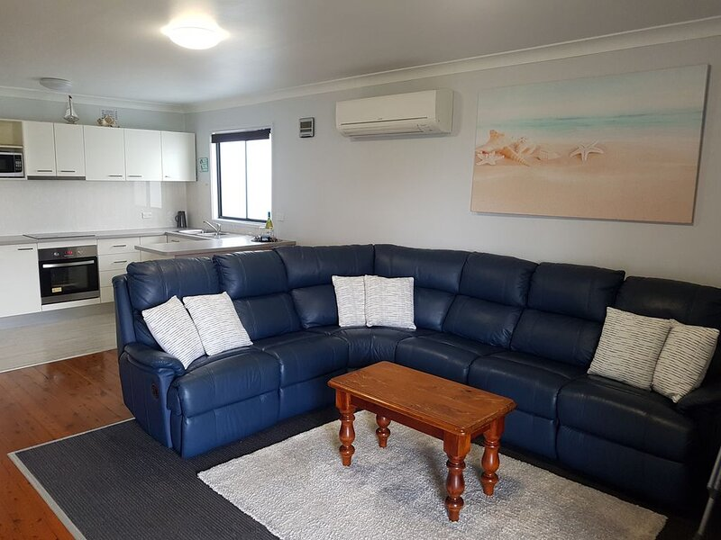 'Time Out' - Great location with the gorgeous waterways within walking distance., holiday rental in Sussex Inlet