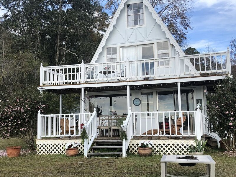 Christmas Cottage - special rates!, holiday rental in Picayune