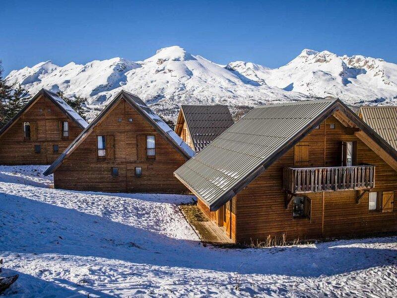 Chalet, wifi, à 350m des pistes de ski, vue montagne, remise en forme, piscine,, alquiler de vacaciones en Le Devoluy