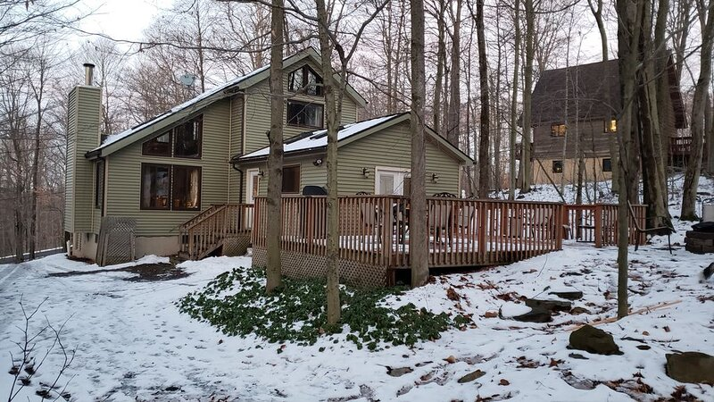 Rustic Pocono Home w Fire Pit Grill Deck by Skiing, vacation rental in Gouldsboro