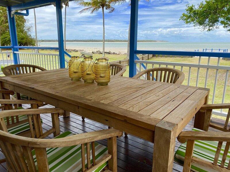 Burrum Beach House - Waterfront - Fishing Jetty - Sleeps 4, casa vacanza a Burrum Heads