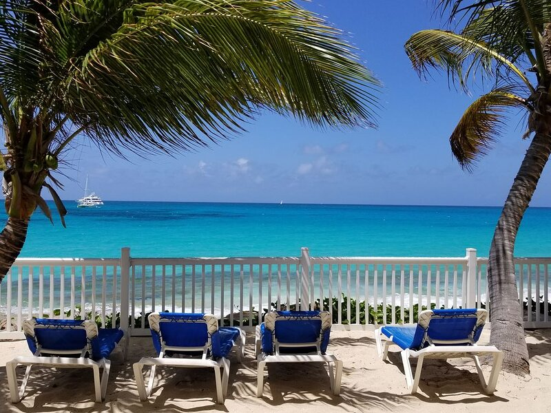 Popular Beachfront Condo directly on Simpson Bay beach in St. Maarten, vacation rental in Simpson Bay