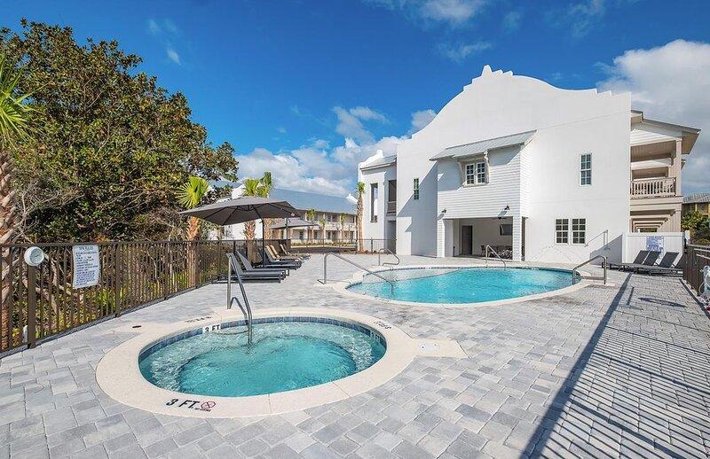 Community Pool & Hot Tub