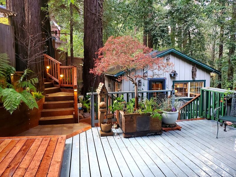Guerneville Cottage,Decks, Hottub! Romantic get away!, alquiler de vacaciones en Guerneville