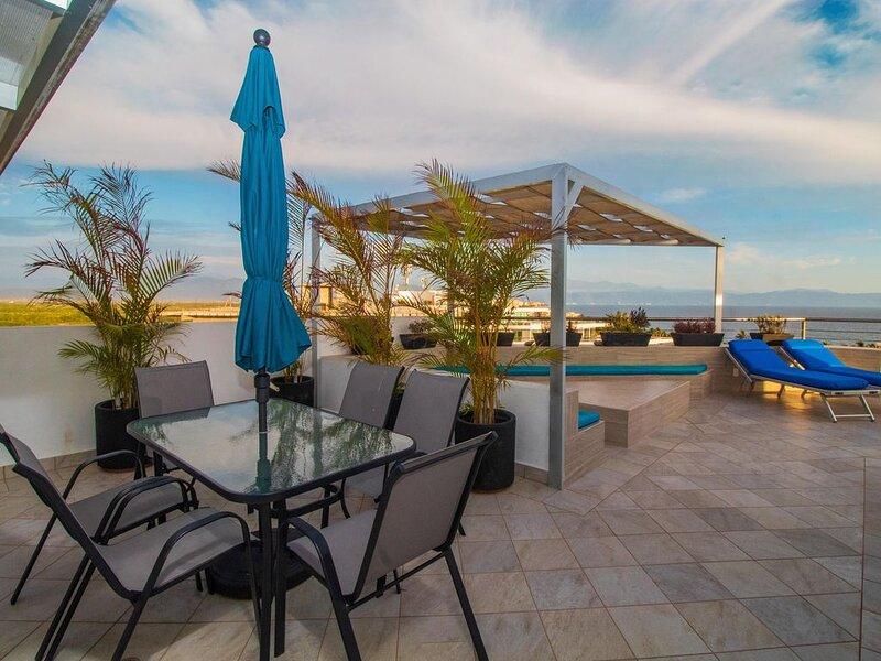**Romántico Penthouse*Terraza en Techo y Alberca Privada**, location de vacances à Bucerias