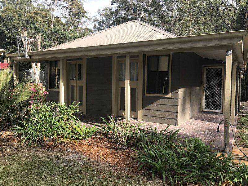 Between lake, forest and beach, holiday rental in East Lynne