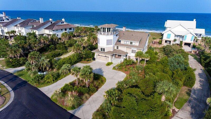 Huge Oceanfront Home with Full Golf Membership, holiday rental in Georgetown