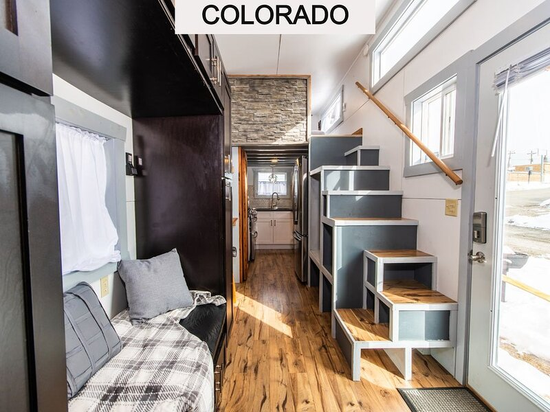 Tiny House Molly in downtown Leadville with Free WiFi, holiday rental in Leadville