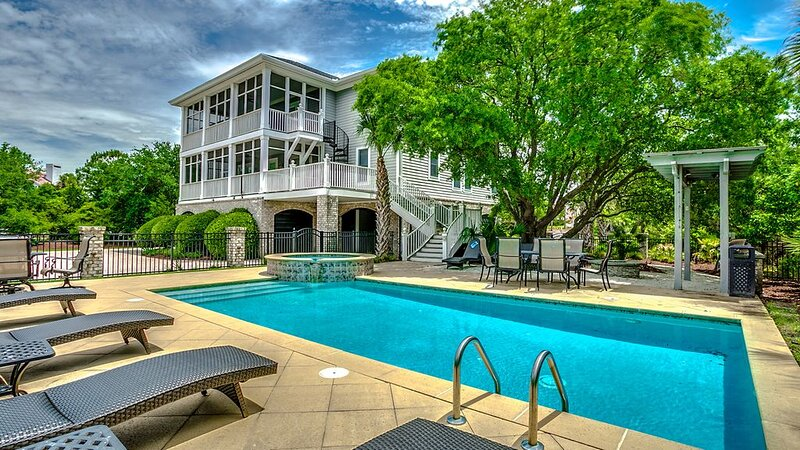 Spoil Yourself with this Spectacular Home with a Private Pool, Hot Tub, and Sun, holiday rental in Pawleys Island