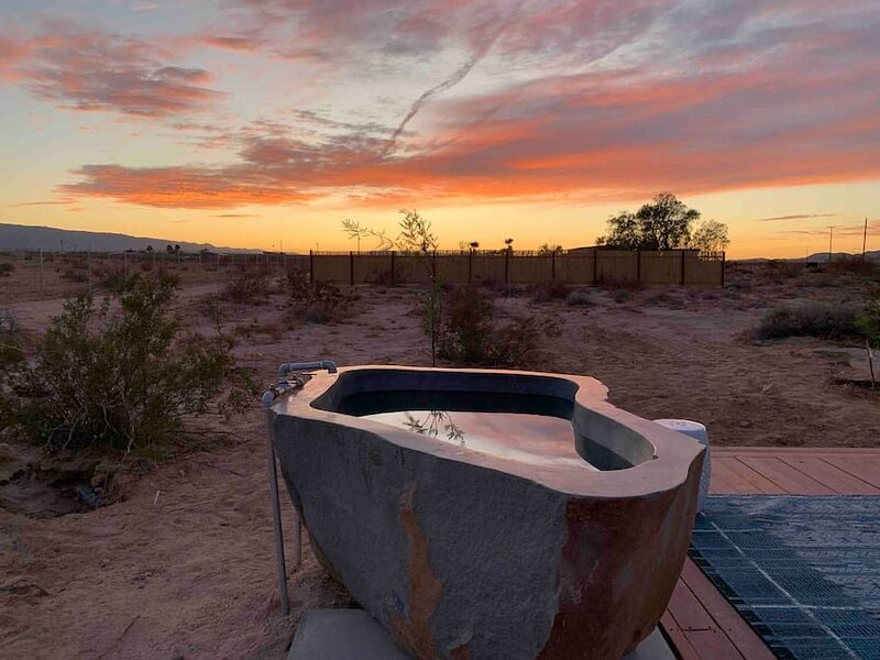Mesquite Cabin Studio w/ Private Hot Springs Tub, holiday rental in Twentynine Palms