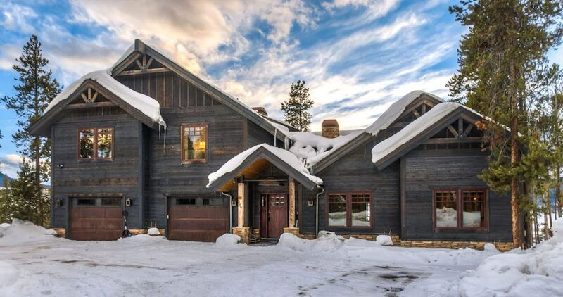 Ultra Luxe 7000 Sqft Winter Park Cabin, location de vacances à Fraser