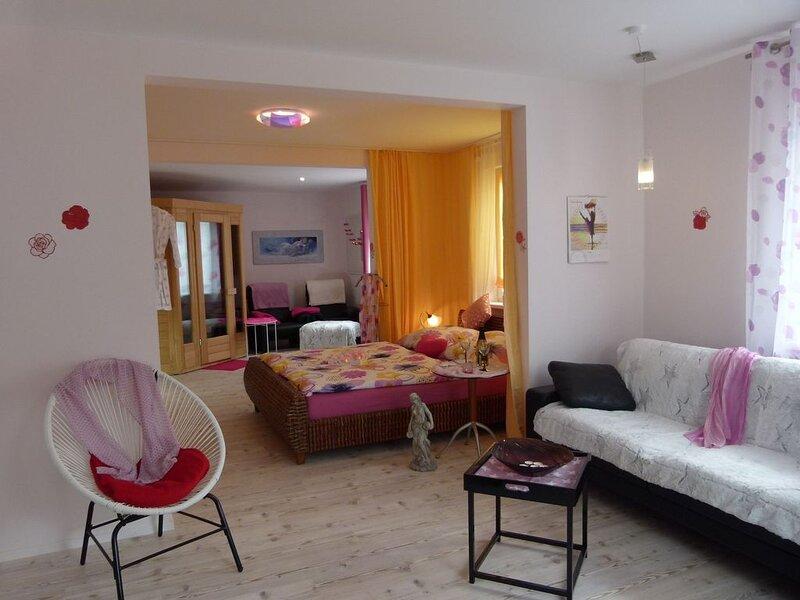 80qm-große, lichtdurchflutete Ferienwohnung für eine Zeit zu Zweit, location de vacances à Windelsbach