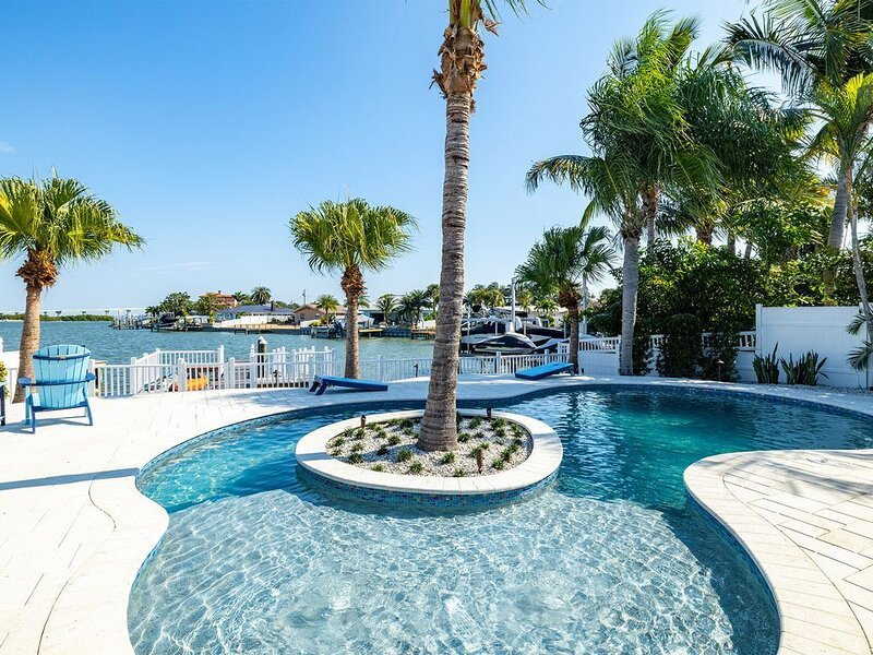 Island Paradise 3 Bed Waterfront/Heated Pool, holiday rental in Belleair Bluffs