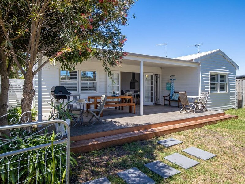 Sorrento Beach Cottages #2: walk to village - Gorgeous beach cottages with a 2 m, holiday rental in Sorrento