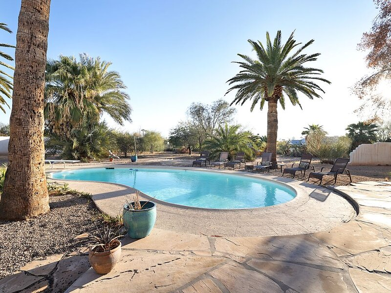 Modern Downtown Scottsdale Retreat with Sparkling Private Pool, vacation rental in Paradise Valley