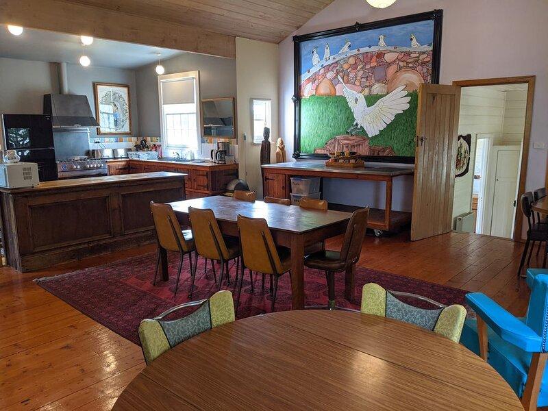 Tasma House Daylesford Family/Groups - up to 16, alquiler de vacaciones en Eganstown
