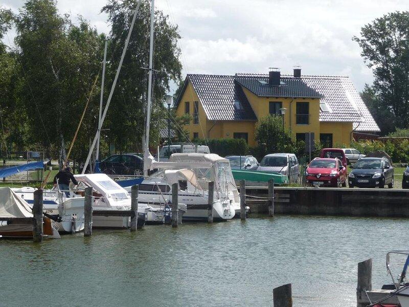Ferienhaus Neuendorf für 1 - 7 Personen mit 3 Schlafzimmern - Ferienhaus, vacation rental in Semlow