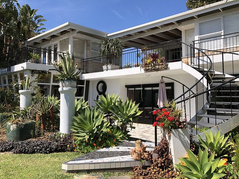 BelAir - a mid century pad in the heart of Berry, holiday rental in Berry