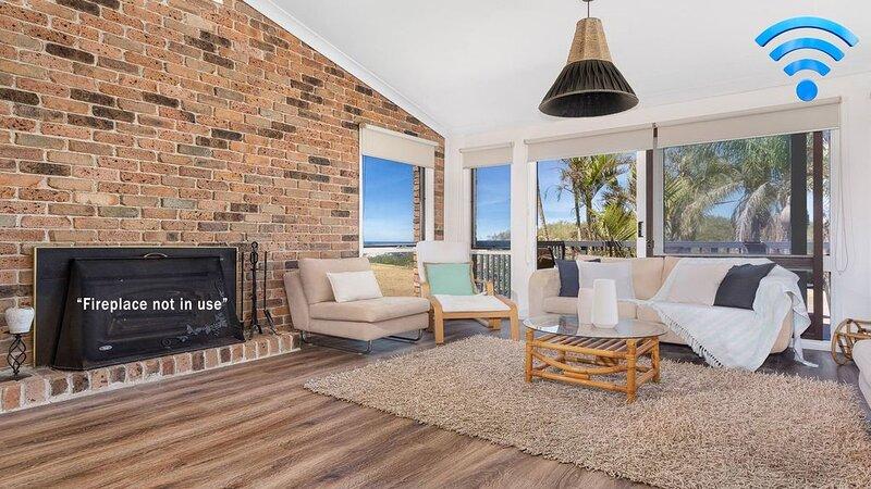 Panorama Place on Jones Beach - multi level beachfront, casa vacanza a Windang