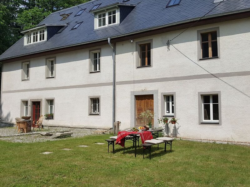 Wonderful Authentic Polish Country House in quiet region, location de vacances à Basse Silésie