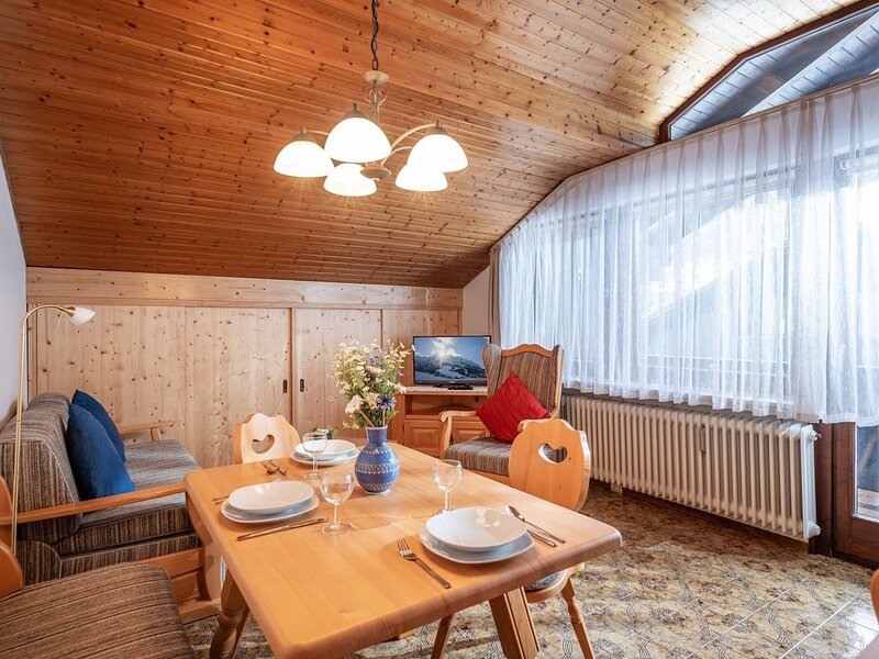2 Zimmermassionettwohnung mit Balkon ,Schwimmbad,Sauna, Garten /F 7, alquiler de vacaciones en Oberaudorf