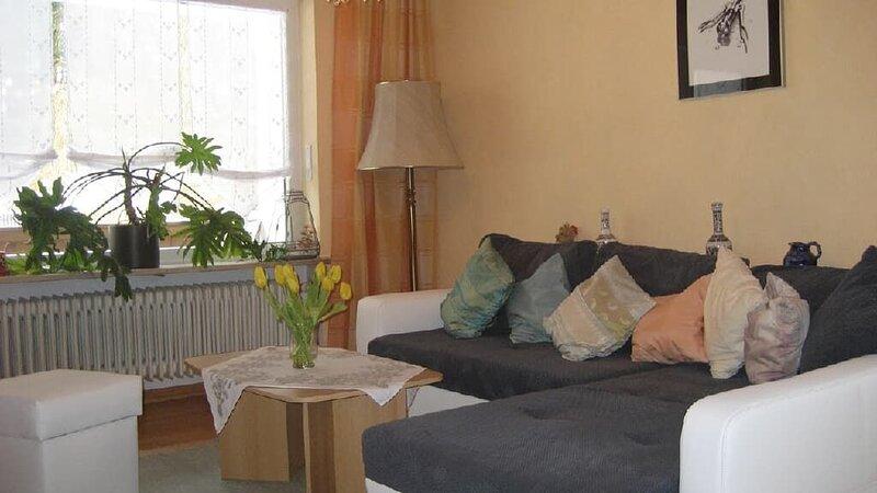 Geräumige 3-Sterne Ferienwohnung mit Garten direkt am Labertalradweg, holiday rental in Kelheim