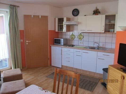 38qm großes, vollständig renoviertes Appartement mit Balkon, alquiler vacacional en Miltach