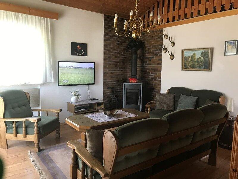 Ruhiges Ferienhaus mit 3 separaten Schlafräumen und großem Garten, alquiler vacacional en Miltach