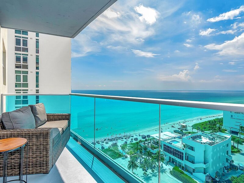 15R - 2/2  Spectacular Ocean Views - COVID-19 FLEXIBLE CANCELLATION POLICY**, holiday rental in Hallandale Beach