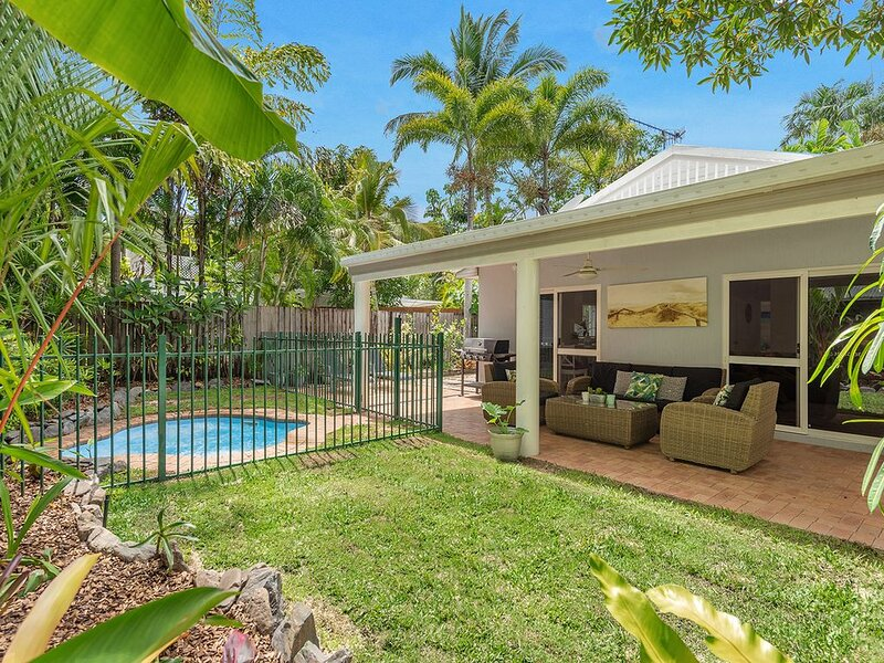 Ultra Private on Ti Tree surrounded by trees, vacation rental in Port Douglas