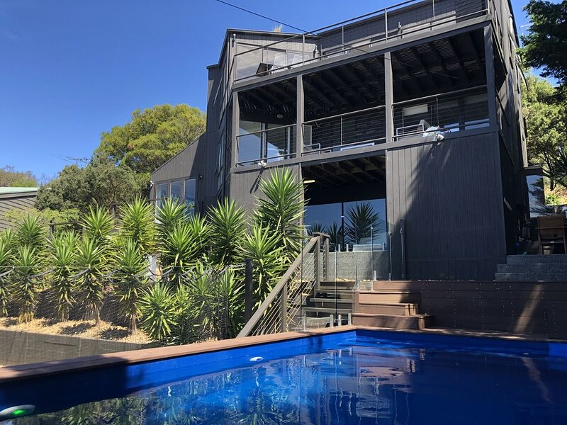 Sorrento Getaway Holiday House - Pool, Tennis, Bay Views, Short walk to Beach, holiday rental in Sorrento