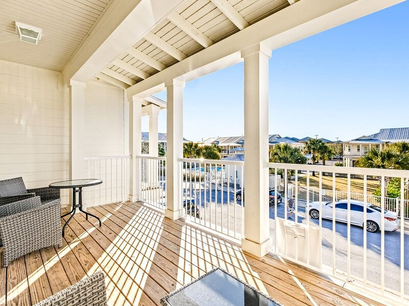Beautiful Townhome Community View, Shared Pool, Near shops and dining!, location de vacances à Destin