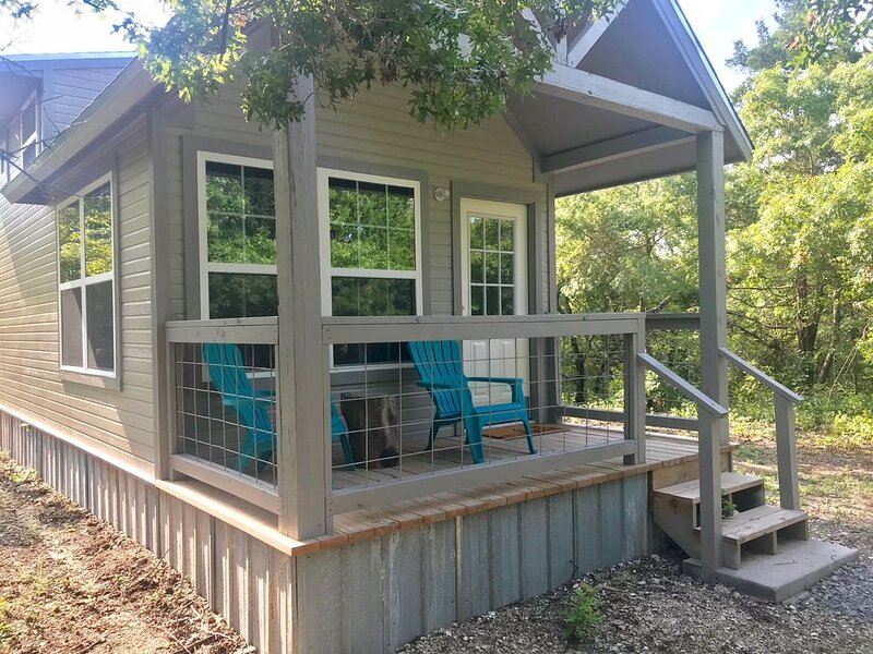 Cozy Cabins for Self or Family Retreat, holiday rental in Bonham