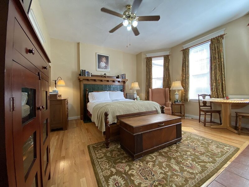Wilminette: Sweet Studio at McPherson and Euclid, holiday rental in Saint Louis
