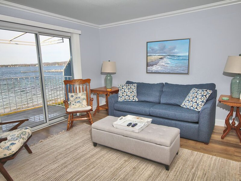 1BR Beachfront Condo 214 on Gorgeous Lake Charlevoix in Boyne City!, holiday rental in Walloon Lake
