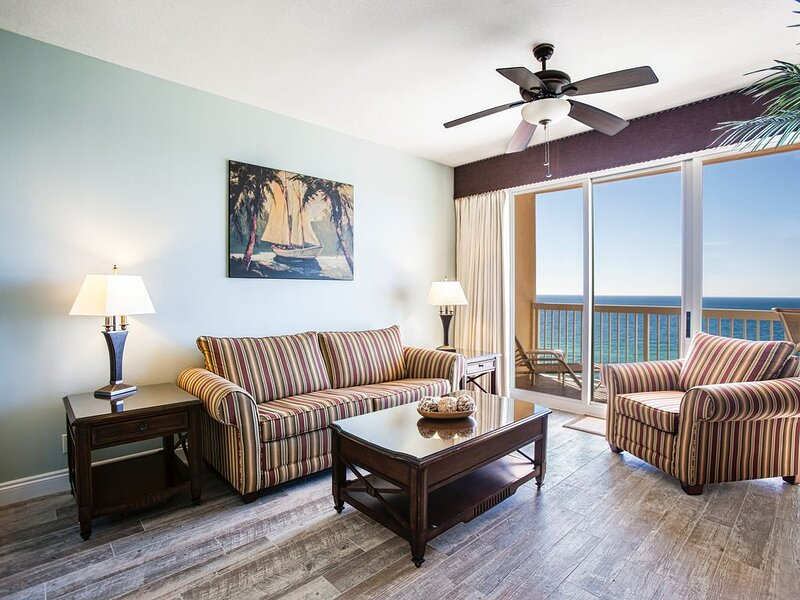 Beautifully Updated for 2021, Gulf Front Master. Beach Chairs Included!, alquiler de vacaciones en Panama City Beach
