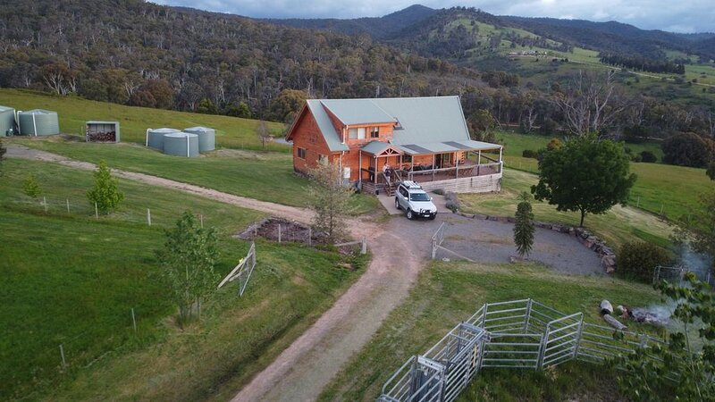 Country log cabin, vacation rental in Mansfield