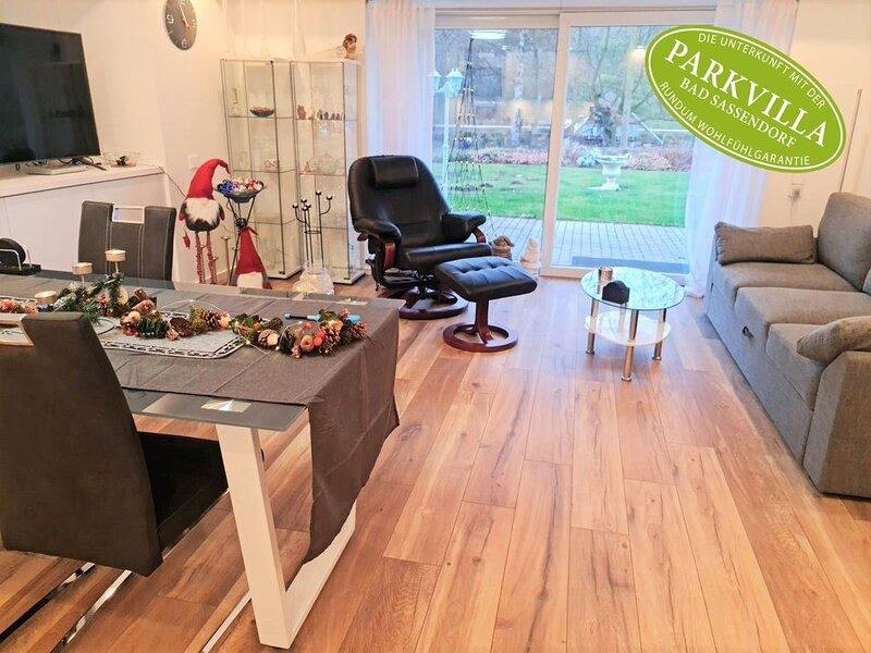 Parkvilla Bad Sassendorf mit 3 Schlafzimmern und Terrasse, casa vacanza a Rietberg