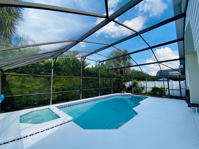 Private pool - spa /free wifi/ game room 3 miles from Disney by A Plus, holiday rental in Walt Disney World