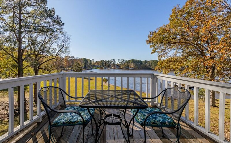 Blue Pointe on Lake Gaston| Sunset Views, Sandy Beach, Flat Lot, Big Water (Frid, vacation rental in Gaston