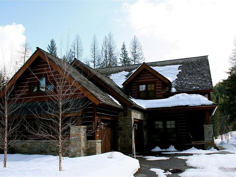 *Beautiful Idaho Club Lodge Home* In Sandpoint! Great Views!, holiday rental in Hope