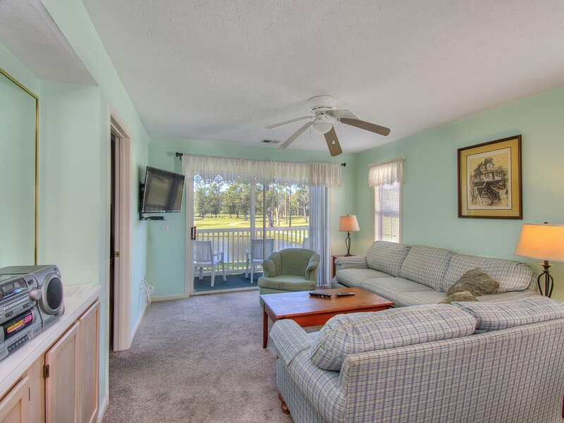 Amazing Golf Course View Villa at River Oaks Golf Plantation! Golfers Welcome, vacation rental in Conway